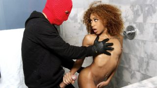 Kendall Woods – Shower Robber RoundandBrown – RealityKings