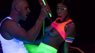 Kendra Spade – Glow In The Dark Dicking – BrazzersExxtra.com