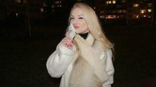 PublicAgent Elizabeth Romanova (Tight shaven pussy filled with cum)